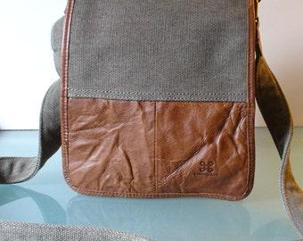 Carraigdonn Crossbody Messenger Bag