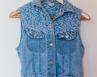 Vintage women's jean vest / size small / lee