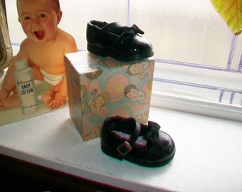 Vintage 1960s Baby Girl Shoes Black Patent Leather with Box Unused Size 1