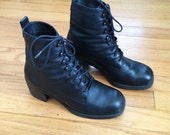90's Black Leather Chunky 8 Eye Lace up Ankle Boots // Heel // 8, 7.5