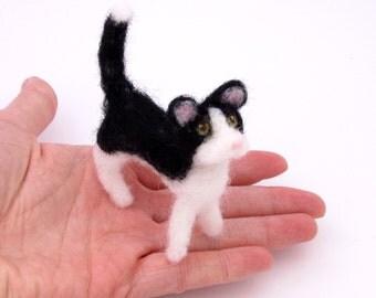 Needle felted Cat black and white - Wool felt cat - Miniature felt animal