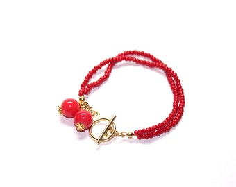 Delicate bead bracelet in red with glass beads, seed beads and gold toned findings, two strands dainty bracelet
