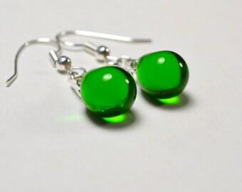 Emerald Green Earrings, Green Glass Earrings, Green Drop Earrings, Emerald Green Jewelry Gift for Her, Kelly Green Teardrop Earrings UK Shop