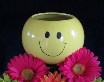 Smile Face Planter - Pot - Flower Container - Happy - Groovy - Sunshiney - Hippie - Vintage Home Decor
