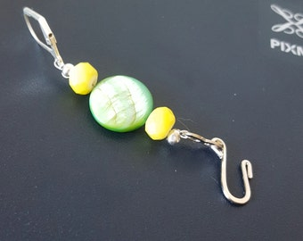 Green Shell with yellow accent bead Portuguese knitting pin