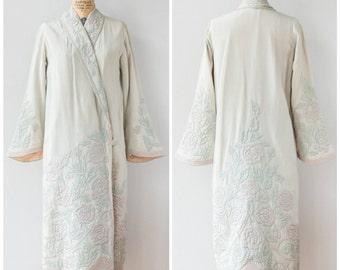 Antique 1920s Dropwaist Robe w Trapunto Embroidery / SUPER RARE XS to Small Kimono