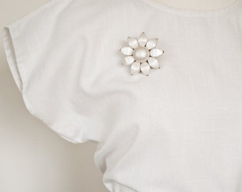 1950s Pearl White Iridescent Daisy Daisies Flowers Vintage Brooch Mid Century Modern Pin