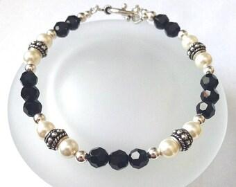 Swarovski Crystal Bracelet, Beaded Jewelry, Swarovski Bracelet, Crystal Pearl Bracelet, Black and White Jewelry, Crystal Jewelry, Unique