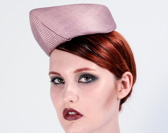 Vintage style pointed percher hat