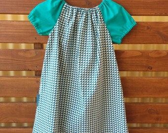 Girls Peasant Style Dress. Triangles. Size 5.