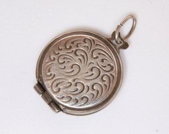 Round Victorian 835 silver etched locket / Victorian locket / round locket / etched locket / 835 silver / circle locket / 835 silver locket