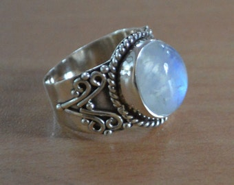 Silver Moonstone Ring, Sterling Silver, Round Shaped Moonstone,Moonstone,Gemstone Jewelry,stone ring, Gypsy,Sterling Ring Size 5 6 7 8 9 NEW