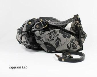 Edizione limitata. Victorian Lilidith Piccola, borsa in tessuto con tracolla e manico in cuoio intagliato a mano, stile gotico e vittoriano.