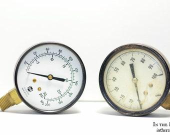 Pair of pressure gauges