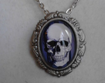 The Classic Goth Skull necklace/brooch