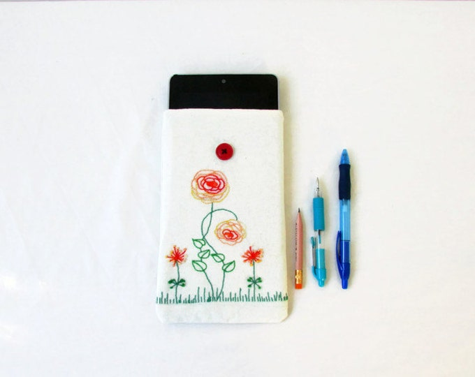 CLEARANCE Kindle case, floral hand embroidery, handmade in the UK