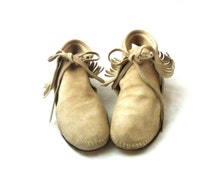 60s 70s Leather Suede Fringe Tan Round Toe Moccasins Crepe Sole Shoes Size 8.5 1/2 39 40 by Jewel Tone Originals