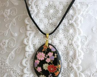 Black Necklace, Japanese Pendant, Flower Necklace, Wood bead Necklace, Japanese Jewellery, Christmas Gift, Valentine Gift, Wood Pendant