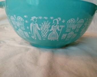 Vintage Pyrex Butterprint Medium Cinderella Bowl (442-1.5 Qt)