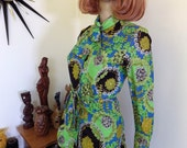 Vintage 60s psychedelic pussy bow blouse - floral groovy winner- size SSW