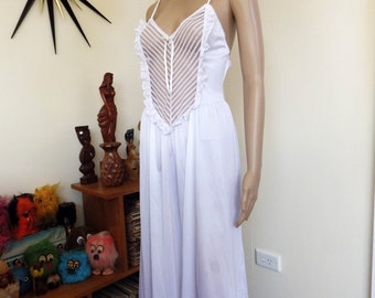 """Vintage  70s white negligee - lacy bust panel - """"Leading Lady"""" - Made in Australia"""