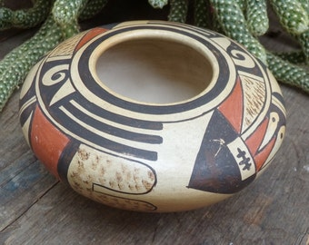 Hopi Bowl by Elva Nampeyo - Arrow and Feather Design - [#207 - LR cabinet]