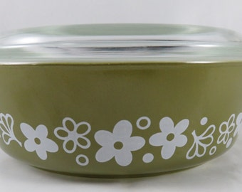 Pyrex Spring Blossom 1 Pint Round Casserole with Lid - 471-B White on Green Crazy Daisy Covered Baking Dish