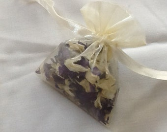 "Small organza bag 2.5"" x 3.5"" filled with natural confetti petals"