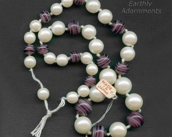 Vintage 20 inch knotted graduated strand of 8mm to 12mm glass pearls and swirled amethyst glass beads. b11-mi-1203(e)