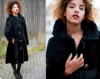 Beautiful vintage  black faux fur collared winter coat size M