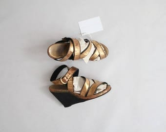 1930s gold wedges | vintage 30s shoes | size 4.5 5 wedges