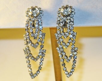 Vintage Long Clear Rhinestone Dangling Clip Earrings  (E-2-1)