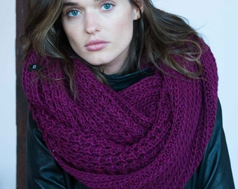 Infinity Scarf / Chunky Knit Scarf / Winter Shawl / Loop Scarf / Stocking Stuffer / Christmas Present / marcellamoda k - MA402