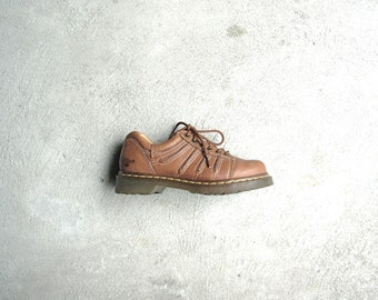 Vintage 90's Dr. Martens brown shoes, tan creepers, brown ankle boots, size 7