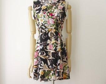 90s floral tie up dress. 90s short grunge dress. Floral summer dress. 90s Mini dress. Lace up dress