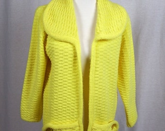Vintage 1960's Pale Yellow Women's Knitted Sweater - Ades of California