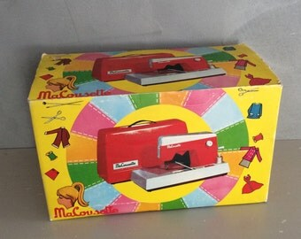 Toy sewing machine etsy for Machine a coudre jouet