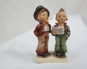 """1950's Hummel figurine, singing boys duet. Perfect condition, 5"""" tall."""