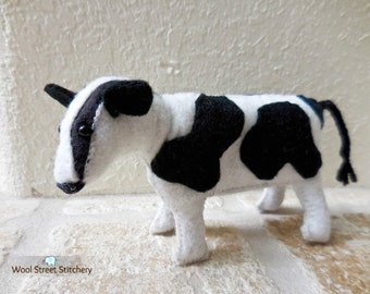 Small cow, felt cow, stuffed cow, black and white cow, farm animal, soft toy, felt stuffed animal