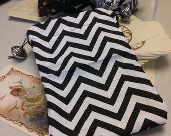 Black and White Zig Zag Tarot Bag