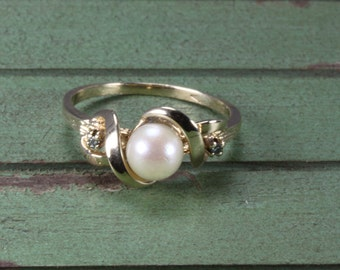 Estate 10K Gold Diamond and Pearl Ring