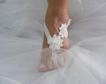 White 3D Flower OOAK Barefoot Sandals, Beach Wedding Sandals, Wedding Anklets, Summer Wear, Wrist Sandals, Embroidered Sandals