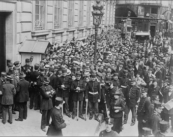 24x36 Poster . Paris Crowd Before Bank Of France 1910