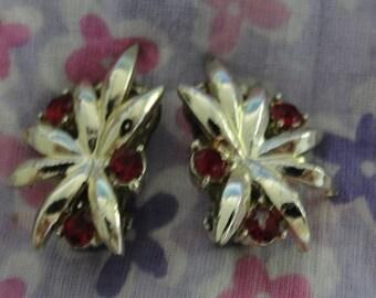 Vintage Gold tone Red Rhinestone Tri Clip Earrings
