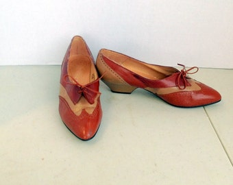 sz 6.5 M women vintage brown and tan color leather lace up oxford shoes  MIKELOS label