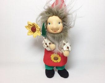 Gardengnome with flower, 14 cm, waldorfinspireddoll, seasonaltable, dollhouse, gardener, allotmentlove, garden plot, allotment holder, gift