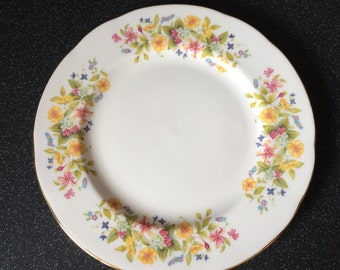 "Vintage Colclough HEDGEROW 8"" Salad/Luncheon/Buffet Plate,  Pretty Spring Wild Flowers - Fine Bone China Made in England"