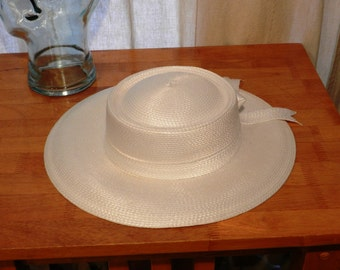Women's White Straw Hat with White Hatband and Bow No Maker Tag  20 1/2 Inches in Size   00819