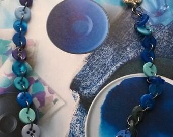 The blue button necklace