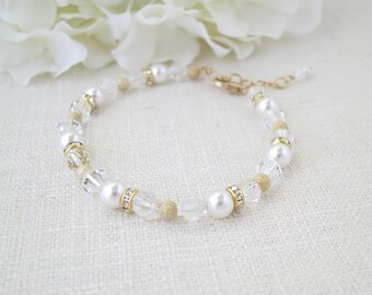Swarovski crystal and pearl beaded bracelet, Simple gold bridal bracelet, Crystal, pearl and gold wedding bracelet, Bridesmaid bracelet